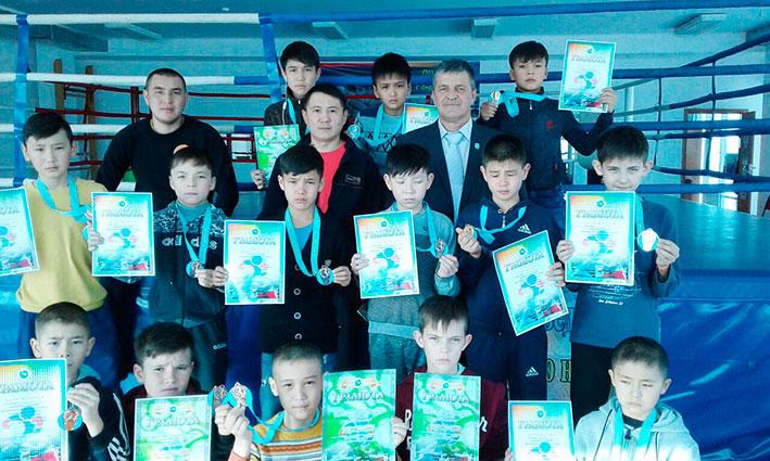В Алакольском районе состоялся боксерский турнир в честь дня рождения тренера Ушаральской ДЮСШ Леонида Ложникова