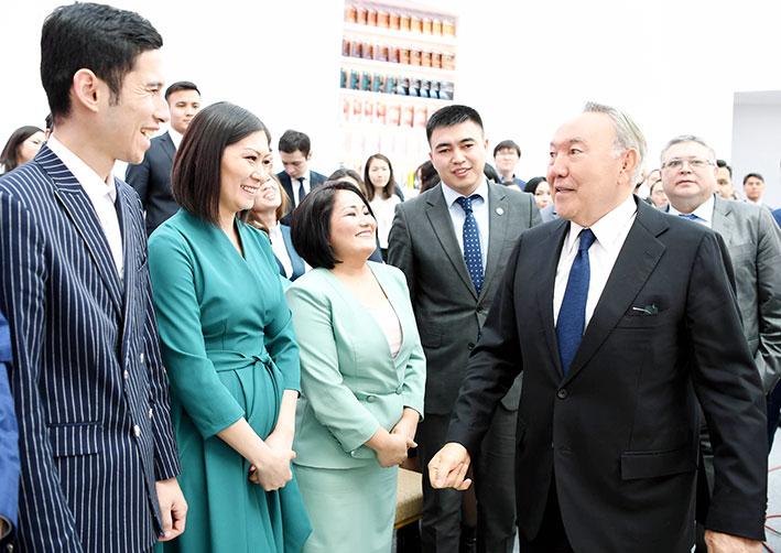 100 новых учебников на казахском языке будут переведены на русский