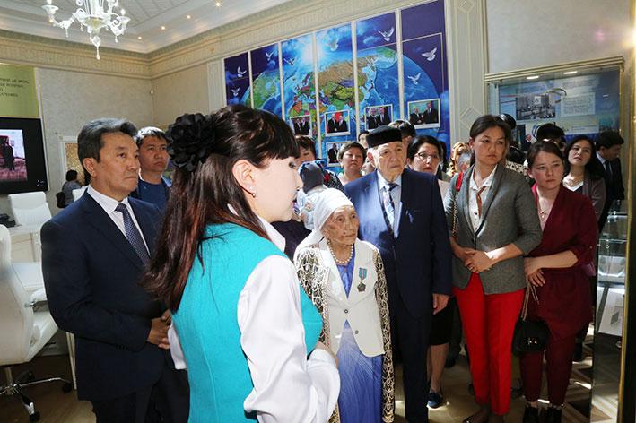 Выездная выставка «Лидер, признанный миром»