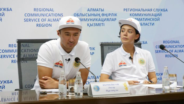 Ануар Нурпеисов и АйсулуАзимбаева покорят вершину Хан-Тенгри