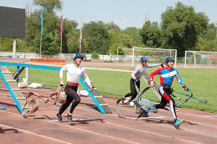В Талдыкоргане проходит VІІІ летний чемпионат РК по пожарно-спасательному спорту среди юношей.
