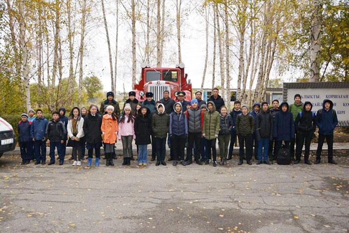 Юные спасатели посетили областной департамент по ЧС
