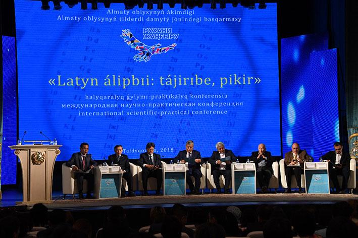Переход казахского алфавита на латиницу обсудили в Талдыкоргане