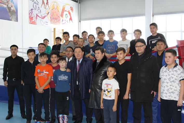 Мажилисмен Абдиманап Бектурганов встретился с талгарской молодежью